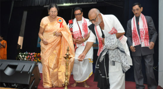 dr-neelima-saikia-from-assam-at-valmiki-ramayana-conference-morari-bapu2
