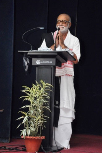 dr-neelima-saikia-from-assam-at-valmiki-ramayana-conference-morari-bapu5
